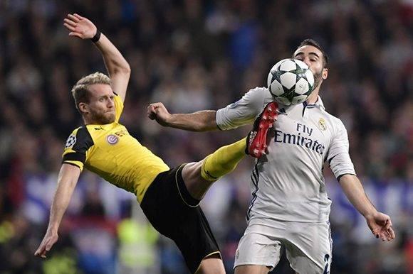 Fue un partido parejo, el Madrid tuvo muchas más ocasiones, pero el Dortmund peleó hasta el final. En la imagen, Shcuerrle y Carvajal disputan un balón. Foto: Javier Soriano/ AFP.