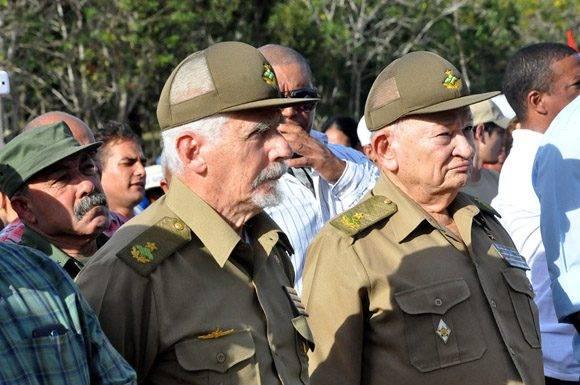 Comandante de la Revolución Ramiro Valdés Menéndez junto al también Comandante de la Revolución Guillermo García Frías. Foto: La Demajagua.