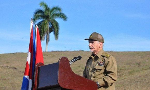Comandante de la Revolución Ramiro Valdés Menéndez, al intervenir en el acto por el Aniversario 60 del reencuentro de Fidel y Raúl en Cinco Palmas. Foto: La Demajagua.