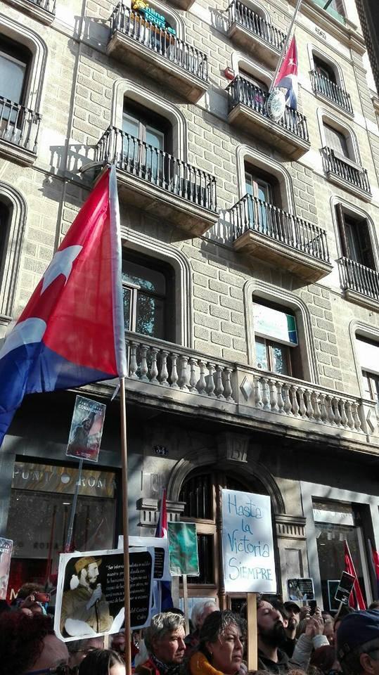 En Barcelona, frente al Consulado cubano.