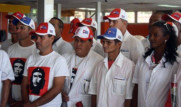 Los médicos escuchan las palabras de bienvenida. Foto: José Raúl Concepción/ Cubadebate.