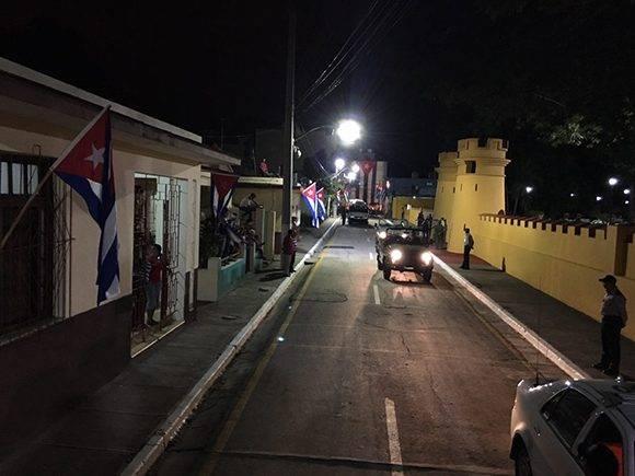La caravana llega al parque museo Antonio Ñico López, antiguo cuartel Carlos Manuel de Céspedes, donde permanecerán esta noche. Foto: Ladyrene Pérez/ Cubadebate.