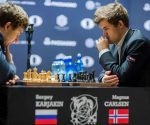 Carlsen y Karjakin durante la partida decisiva. Foto: Eduardo Muñoz/ Marca.