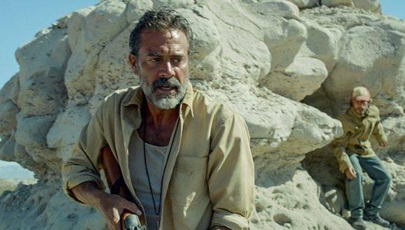 """Escena de la película """"Desierto"""", dirigida por Jonás Cuarón y merecedora del Coral en 2016. En la imagen, Jeffrey Dean Morgan (primer plano) y Gael García Bernal. Foto: STX Productions."""