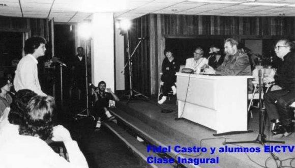 Fidel imparte Clase Magistral en la Escuela Internacional de Cine y Televisión de San Antonio de los Baños. Le acompaña Gabriel García Marquez.