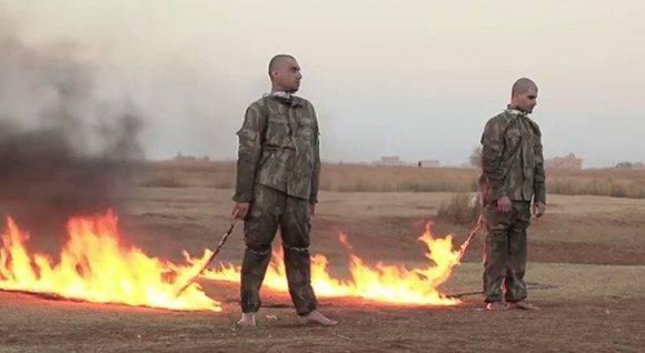 El Estado Islámico ejecuta a dos soldados turcos y difunde las imágenes. Foto: Captura de Pantalla.