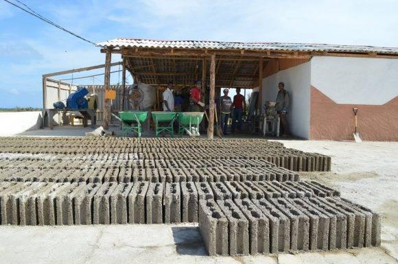 Fábrica de Bloques en Maisí. Foto:  Rodney Alcolea Oliveras / Facebook.