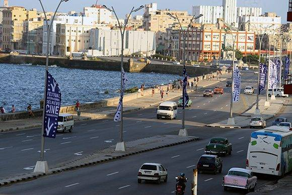 Carteles del Festival de Cine de La Habana adornaron el malecón habaneron en los últimos días. Foto: José Raúl Concepción/ Cubadebate.