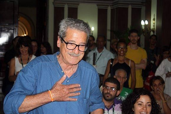 Fernando Pérez recogió tres galardones y en la entrega de los premios colaterales del Festival de Cine de La Habana. Foto: José Raúl Concepción/ Cubadebate.