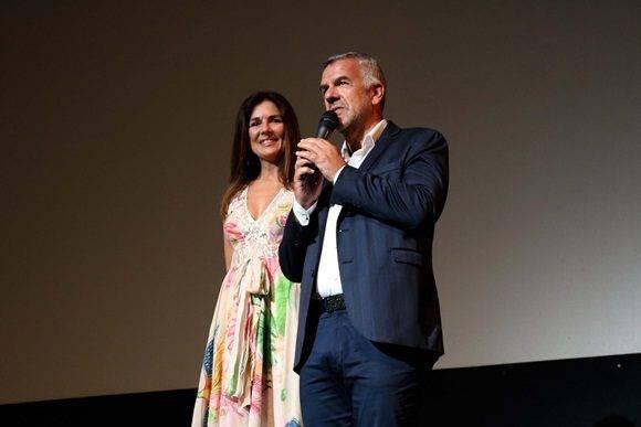 Esta vez sobre el escenario, Andrea Frigerio y Dady Brieva presentaron al público el filme El ciudadano ilustre minutos antes de su proyección.