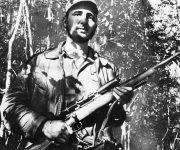 Fidel Castro, en un punto de la Sierra Maestra, el 26 de febrero de 1957. Foto: AP.