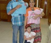 Gema con sus papás Adriana y Gerardo y sus hermanitos Ámbar y Gerardito. Foto: ER