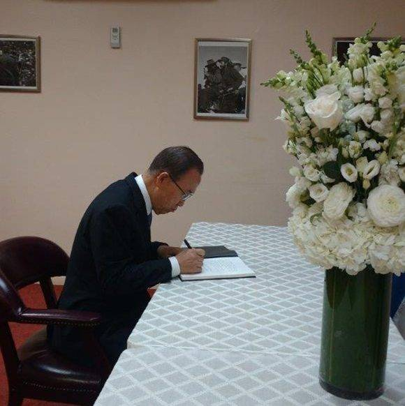 Ban Ki moon firma libro de condoloencias por Fidel