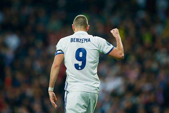 Karim Benzema marcó un doblete, arribó a los 50 goles en Champions y superó a la leyenda blanca Alfredo Di Stéfano que marcó 49. Foto: Gonzalo Arroyo Moreno/ Getty Images.