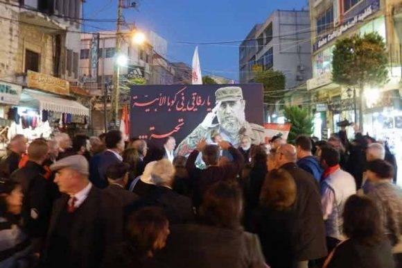 Un mural con una imagen de Fidel Castro y un saludo a Cuba presidió hasta hoy la plaza central del municipio libanés de Nabatieh, donde el tributo al líder revolucionario entronizó la trayectoria local de resistencia contra Israel.