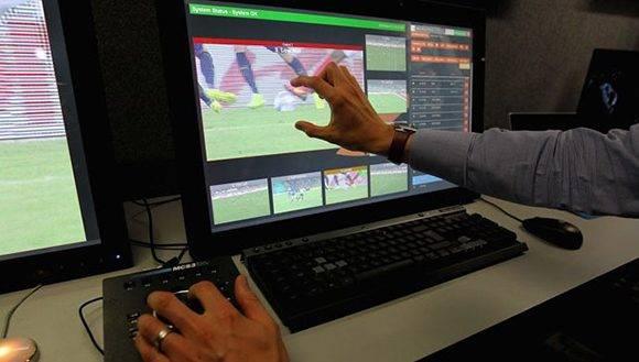 Mundial de Clubes prueba por primera vez asistentes de vídeo. Foto: FIFA.