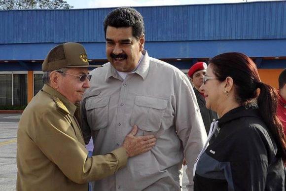Raúl despidió a Maduro en el aeropuerto internacional de La Habana, 15 de diciembre de 2016. Foto: Estudios Revolución