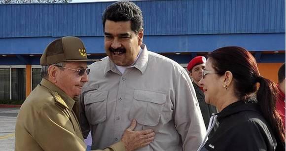 Raúl y Maduro. Foto de Archivo