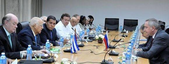 Ricardo Cabrisas Ruíz ( 2do. de la izq.), Vicepresidente del Consejo de Ministros, y Ministro de Economía y Planificación, preside la XIV Sesión de la Comisión Intergubernamental Cubano-Rusa, con Dmitry O. Rogozin (D), Vicepresidente de la Federación de Rusia, en La Habana, Cuba, el 8 de diciembre de 2016.    ACN  FOTO/ Jorge Luis GONZÁLEZ/ Periódico Granma/ rrcc