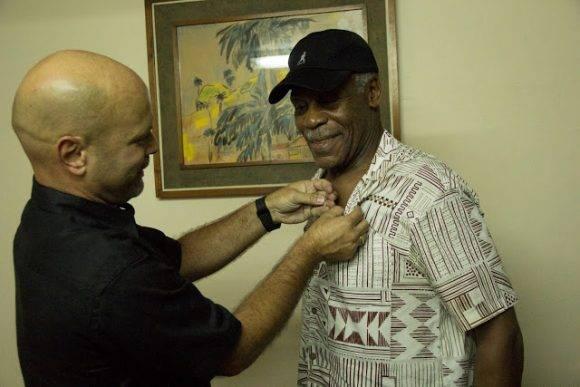 Danny Glover y Gerardo Hernández en el ISRI. Foto: Pepín, el Obrero.