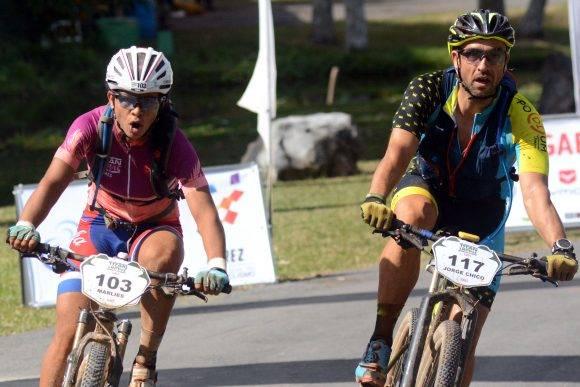 Viñales tercera etapa del titan Tropic 2016 ganada por Marlies Mejías (a la izquierda en la foto) quien se mantiene lider en el Femenino-. Foto: Ricardo López Hevia / Granma / Cubadebate