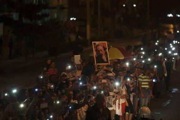 Caravana con las cenizas de Fidel viaja de La Habana a Santiago de Cuba. Foto: Fernando Medina/ Cubahora