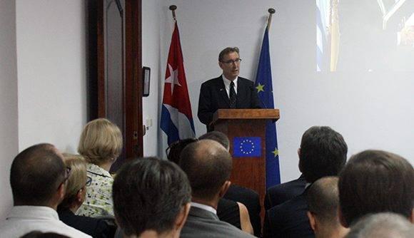 El encuentro tuvo lugar en la sede de la Unión Europea en Cuba. En la imagen, Alain Bothorel, durante sus palabras. Foto: José Raúl Concepción/ Cubadebate.
