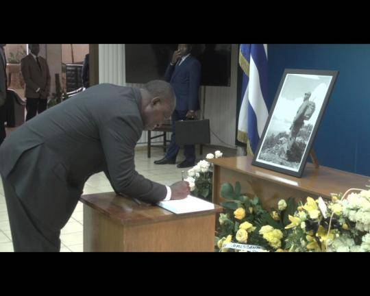 vicepresidente-angolano-rinde-tributo-a-fidle