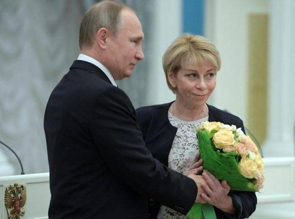 Vladimir Putin y Yelizaveta Glinka. Foto tomada de Mbl.is.