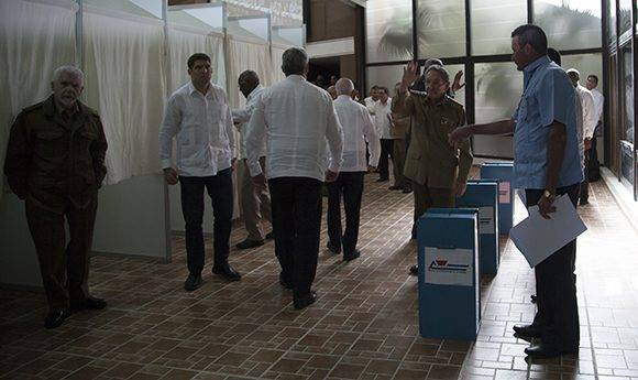 Raúl tras la votación. Foto: Ladyrene Pérez/ Cubadebate.