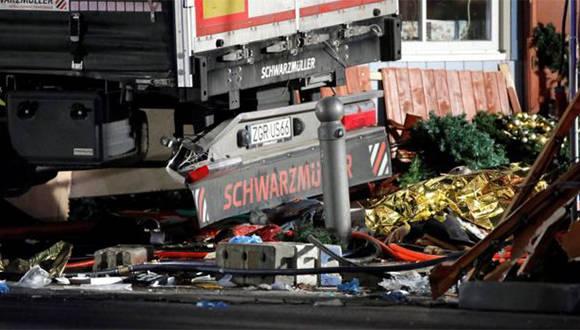 Varios puestos navideños en los que había transeúntes fueron arrollados por el conductor del camión, que fue capturado luego de darse a la fuga. Foto: Reuters.