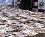 La mitad de los billetes de 100 bolívares, la moneda de Venezuela, ha sido sustraída y llevada a diversos países de mundo por distintas vías. Foto: La Tabla.com