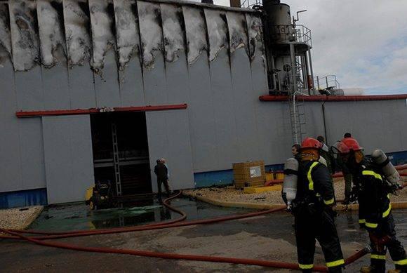 Actualmente se investigan las causas del incendio. Foto: Reidel Gallo/ Escambray