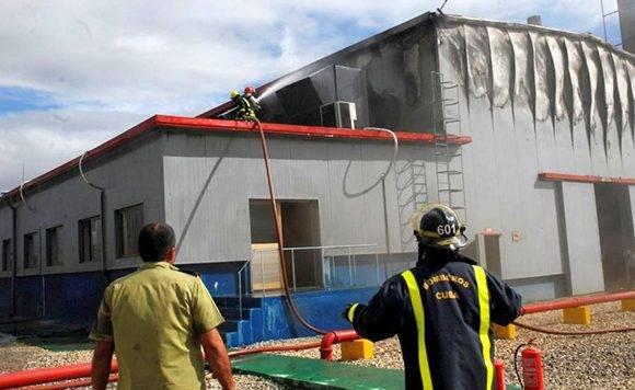 Los bomberos extinguieron el fuego con prontitud. Foto: Reidel Gallo/ Escambray
