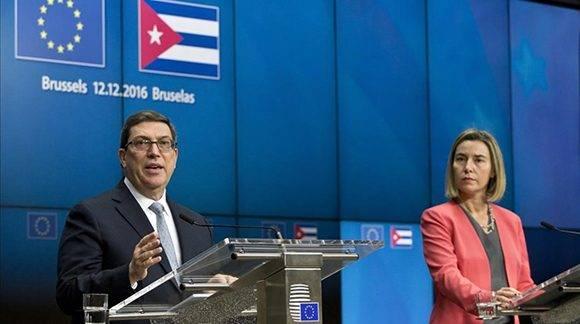 Bruno Rodríguez y Federica Mogherini durante la conferencia de prensa posterior a la firma del Acuerdo. Foto: AP / Virginia Mayo.