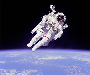 Increíble imagen de la primera caminata espacial. Foto: Archivo.