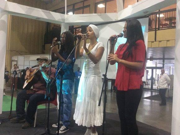 Hasta Pabexpo llegaron el autor y los interpretes de la canción Cabalgando con Fidel. Foto: María del Carmen Ramón/ Cubadebate.