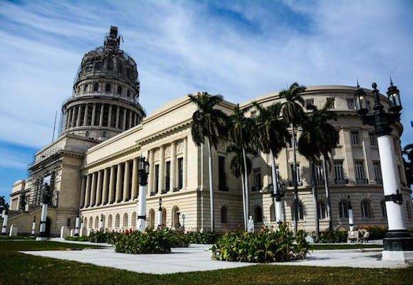 Situado en el centro de La Habana, entre las calles Prado, Dragones, Industria y San José, se encuentra el Capitolio Nacional, el cual es sometido a una reparación capital, 17 de marzo de 2016. ACN FOTO/Abel PADRÓN PADILLA/sdl