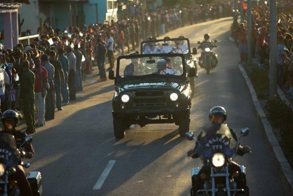 Caravana hasta el Cementerio Santa Ifigenia. Foto: Ladyrene Pérez/Cubadebate