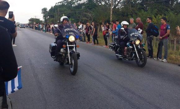 Caravana a la salida de Santa Clara, imágenes Manuel Alejandro Castro