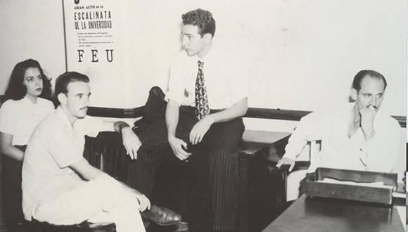 Fidel en el Salón de los Mártires de la FEU, el 6 de noviembre de 1947/ Fuente: Oficina de Asuntos Históricos / Sitio Fidel Soldado de las Ideas.