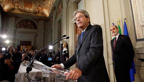 Italy s Foreign Minister Paolo Gentiloni talks to reporters after receiving a mandate to try to form the country s new government  at the Quirinal Palace in Rome  Italy December 11  2016  REUTERS Remo Casilli