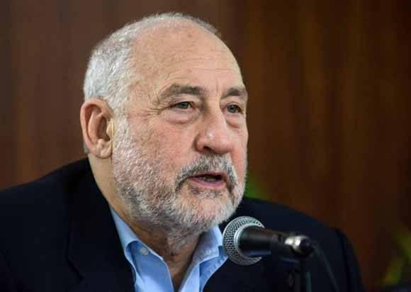 El Premio Nobel de Economía, Joseph Stiglitz, durante su intervención en la conferencia realizada en el Hotel Nacional de Cuba, el 6 de diciembre de 2016. ACN FOTO/ Abel PADRÓN PADILLA/ rrcc