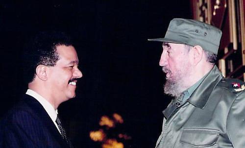 Expresidente dominicano Leonel Fernández junto al líder de la Revolución Cubana, Fidel Castro. Foto: Archivo.