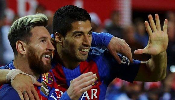 Luis Suárez junto a Lionel Messi. Foto: Agencia.