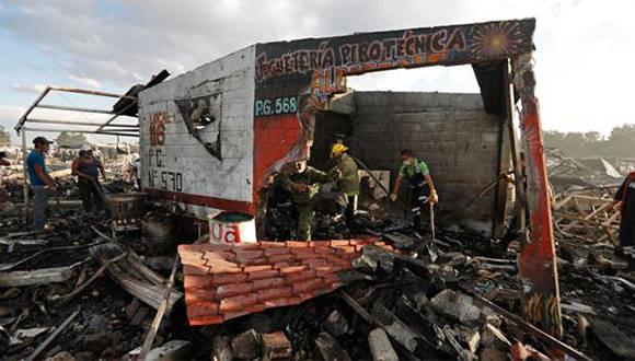 Desolador panorama en Tultepec tras incendio en mercado de pirotecnia. Foto: @PoliciafedMx
