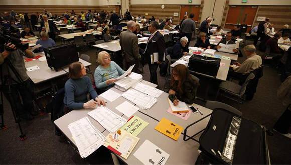 Recuento de votos en el condado de Oakland, Michigan. Foto: Getty.