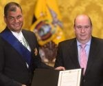 El mandatario de Ecuador, Rafael Correa, recibió este lunes la Gran Cruz de la Orden Iberoamericana, en reconocimiento a su prestigio internacional en favor de la justicia. Foto: Ele Telégrafo.