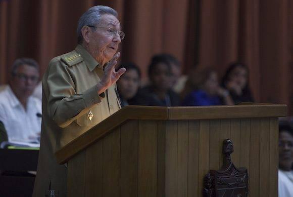 Raúl Castro interviene en el plenario de la Asamblea Nacional del Poder Popular este 27 de diciembre de 2016. Foto: Ladyrene Pérez / Cubadebate