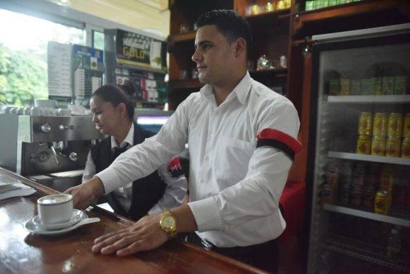 Santiago de Cuba con el brazalete del M-26-7. Foto: Héctor Planas/ Resumen Latinoamericano.